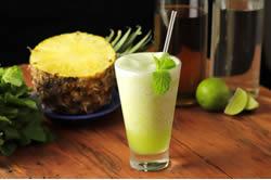 Frozen de abacaxi com hortelã